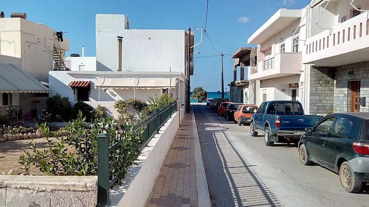 Entire house with garden (30m from the beach)