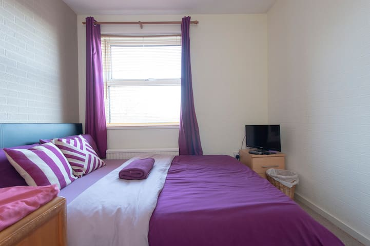 Cosy room in a townhouse 1 - Lordswood, Chatham