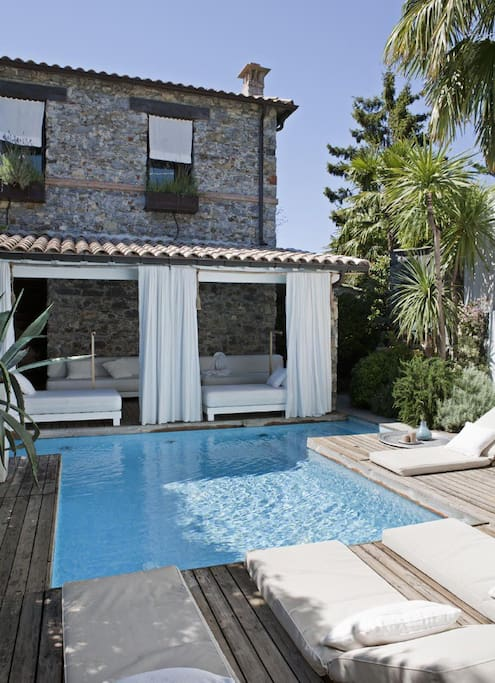 la casa ,il patio ,la piscina