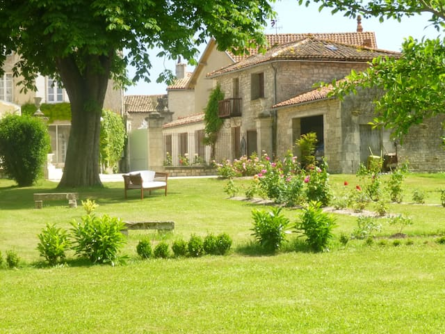 beautiful property XIXth century - Chef-Boutonne - House