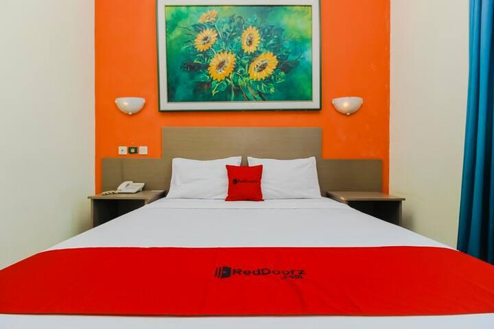 Budget Hotel Room near Alun-Alun Kejaksan Cirebon