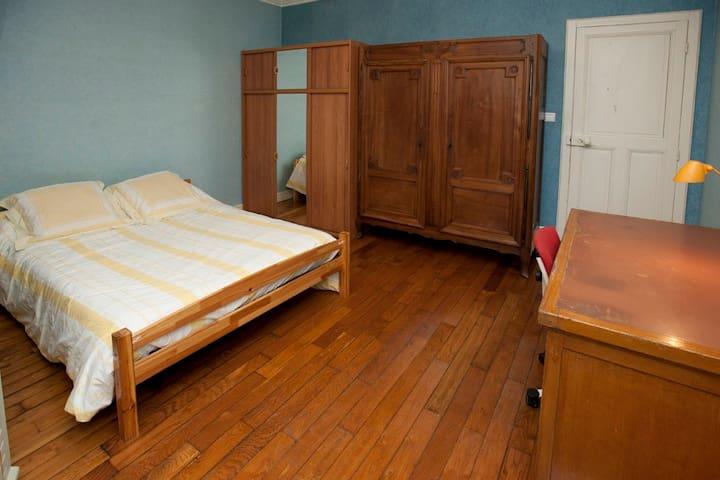 Chambre meublée (marraine) - Bourg-en-Bresse - Dům