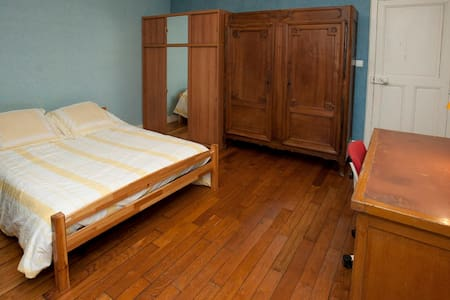 Chambre meublée (marraine) - House