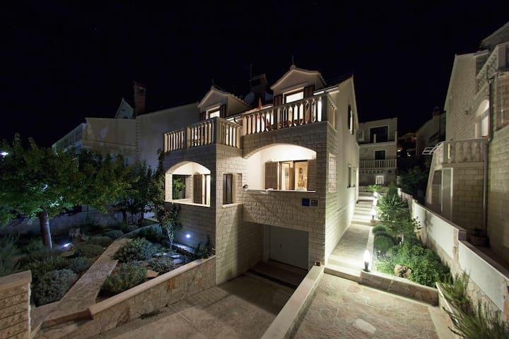 Luxurious attic apartment - Bol - Apartment