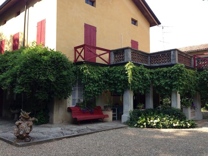 Villa con ampio giardino e piscina