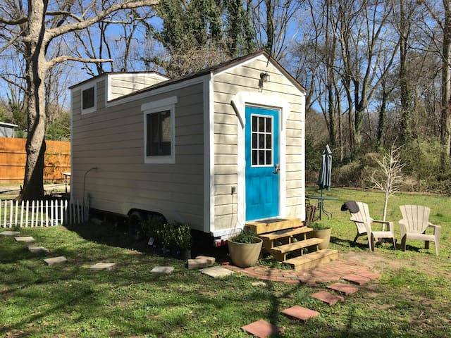 EAV Hipster Tiny House - Atlanta