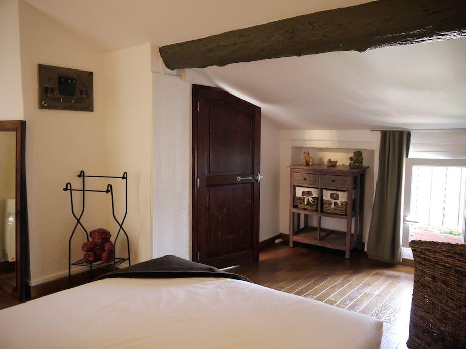 L 39 hostalet chambre mansard e chambres d 39 h tes louer for Chambre d hotes languedoc