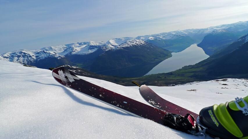 Skiing at Nonsnipa in April