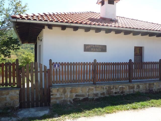 Miro's cottage Elena Balkan