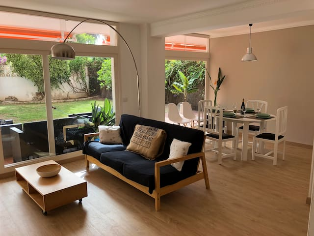Fantastic big apartment with garden, centric, Wifi