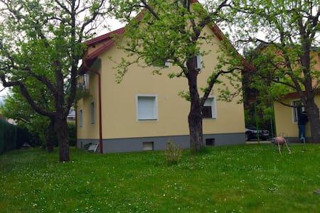 Wohnung in einem Zweifamilienhaus