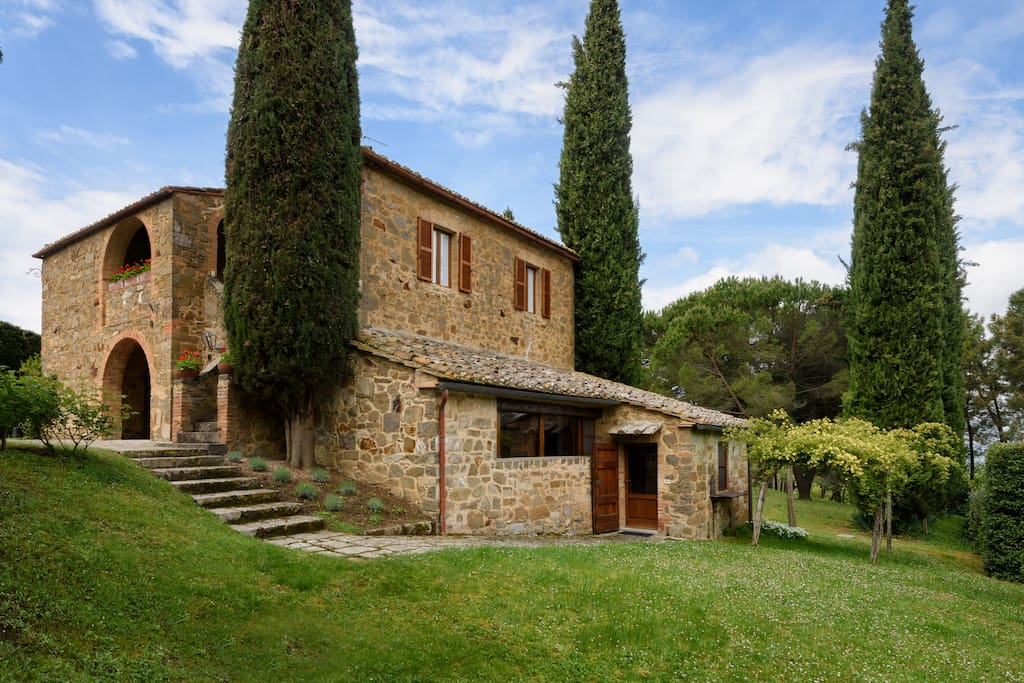 Villa spuntone houses for rent in montalcino toscana italy for Rent a home in italy