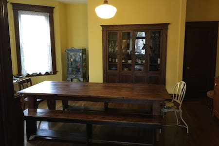 Large Charming Victorian Close to Downtown - PITTSBURGH