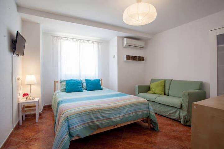 RBA:DOUBLE ROOM @ Bed&Breakfast, WIFI+POOL - Torrent - ที่พักพร้อมอาหารเช้า
