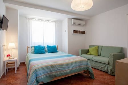 RBA:DOUBLE ROOM @ Bed&Breakfast, WIFI+POOL - Torrent - Aamiaismajoitus