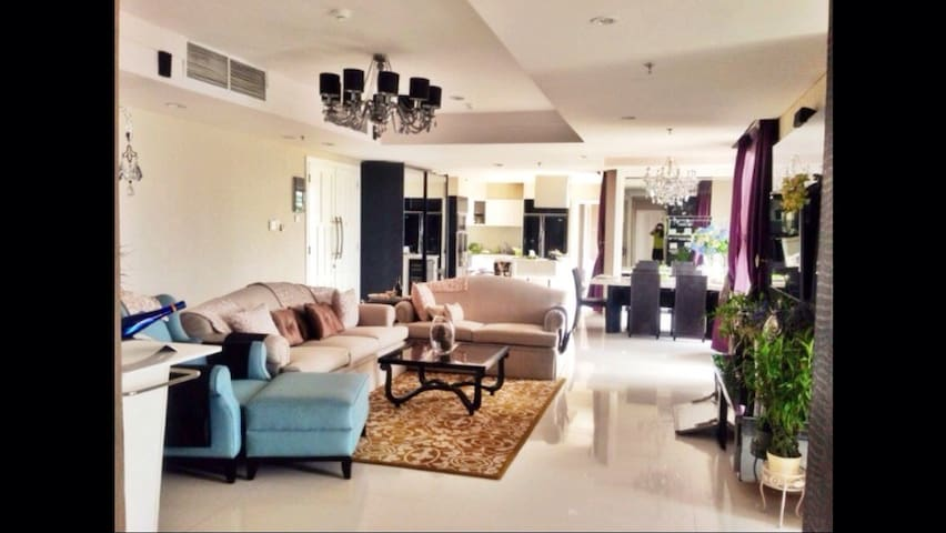 Elegant 3BR, 190sqm in City Central - Menteng - 아파트