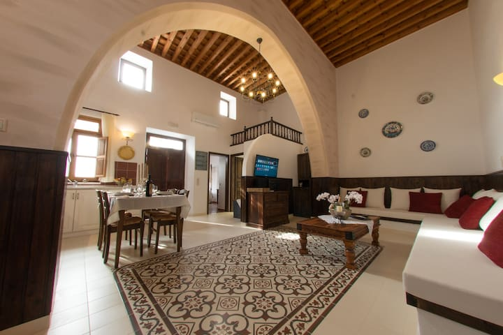 Traditional lindian villa - Lindos - House