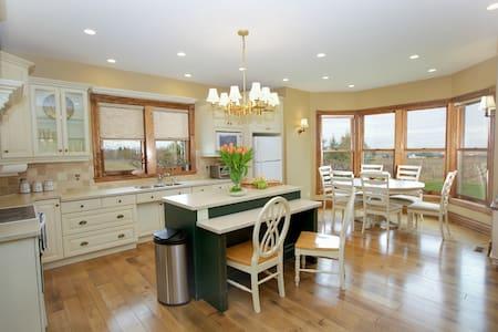 Niagara Vineyard Estate House - Lincoln