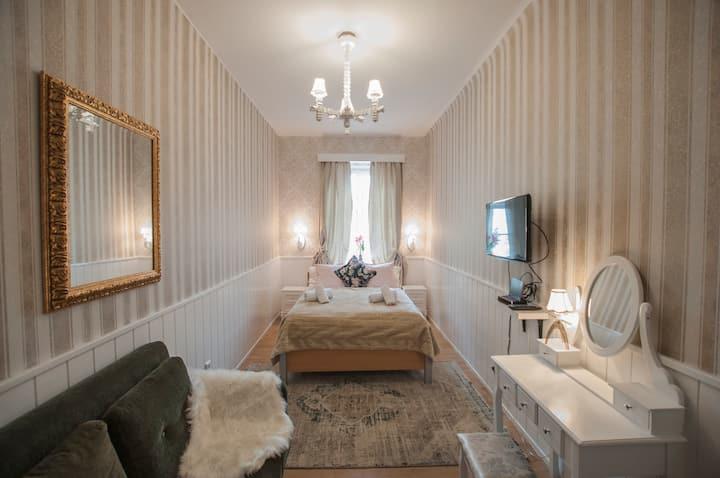 Shaby chic romantic room