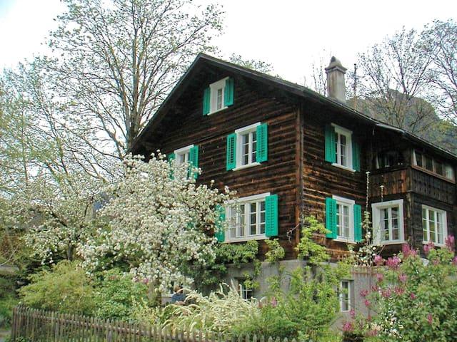 B&B 6er-Zimmer in Engi bei Elm - Glarus Süd - Dormitorio compartido