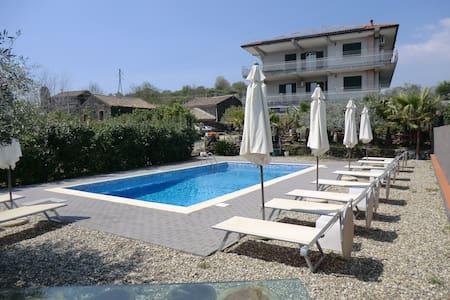 Holiday House Don Salvatore - Santa Venerina - Villa - 0
