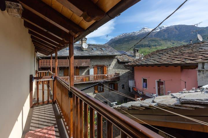 BELLA CASA ALLE PORTE DI AOSTA - Aosta - House