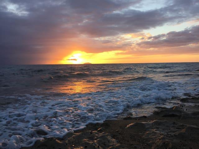 ✿✿ Solar Power, Water, Wifi and Free Beach Gear ❀❀