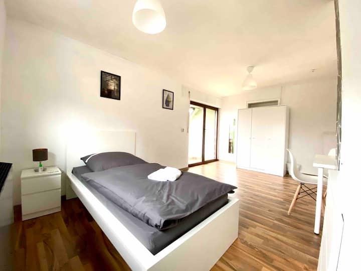 * Einzelzimmer + G.Küche + kleinem Balkon*