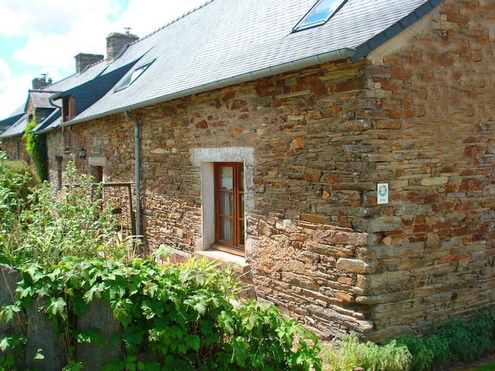 Traditional Breton cottage for two