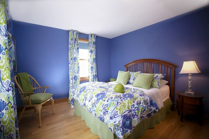 Third bedroom faces north and east, so great wake up morning light