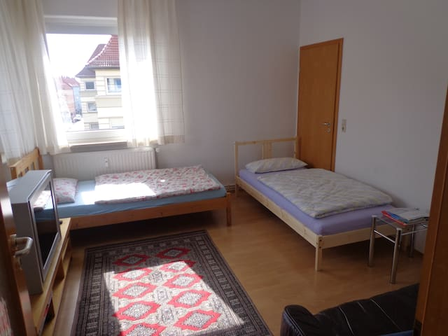 Room with 2 beds near fair KAR - 漢諾威 - 公寓