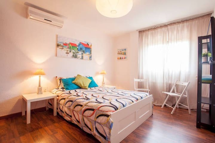 RM:DOUBLE ROOM @ Bed&Breakfast, WIFI+POOL - Torrent