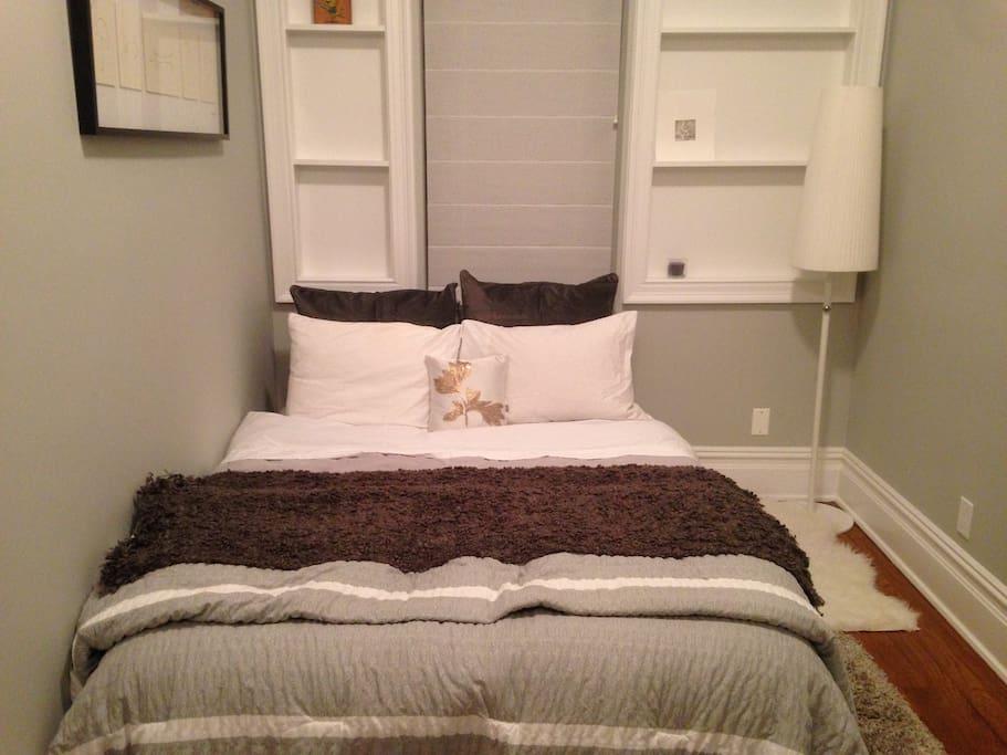 Cozy second bedroom.