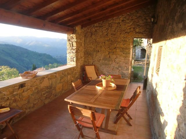 Charming house with view and garden - Bagni di Lucca - Rumah