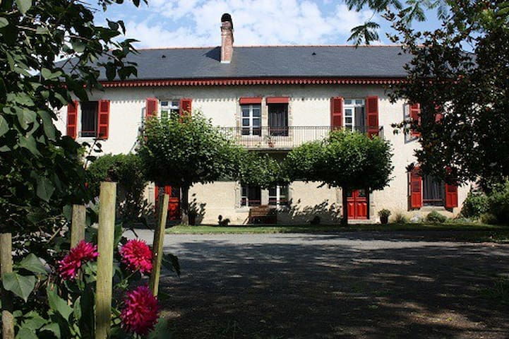 family room near Lourdes (15km) - livron - Bed & Breakfast