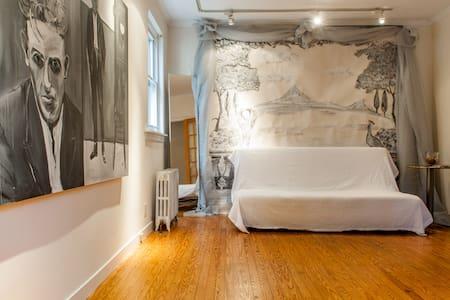 Inviting Calm Room 15 Min to City - Appartamento