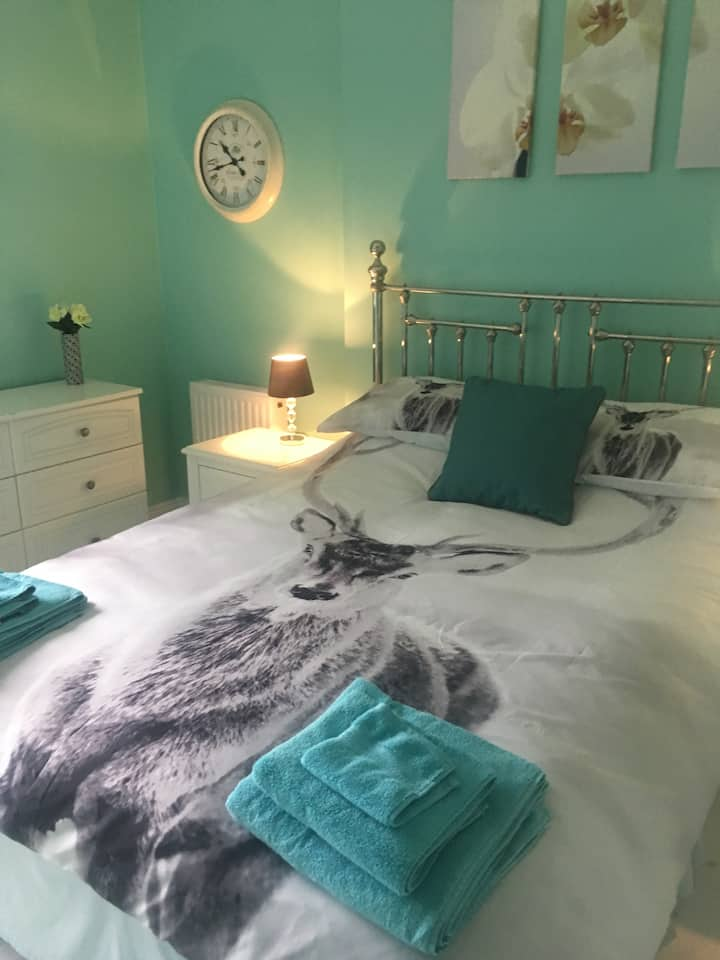 Guest House Hambrook double with ensuite bedroom