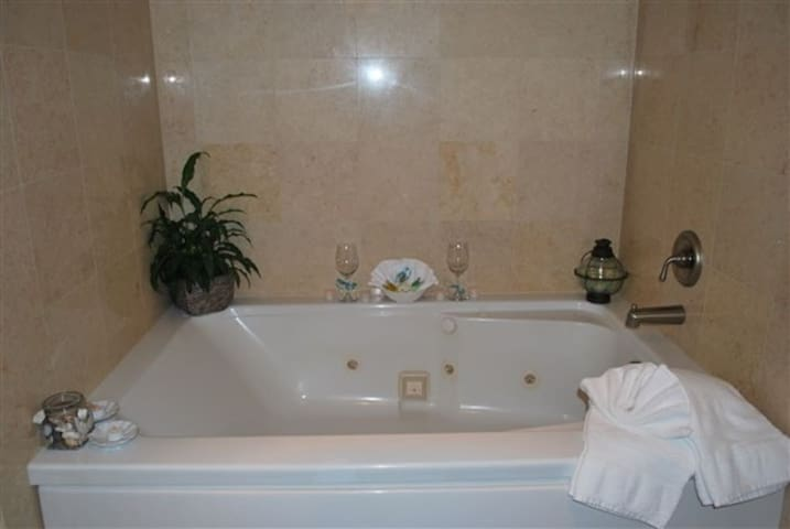 Jetted two person tub!