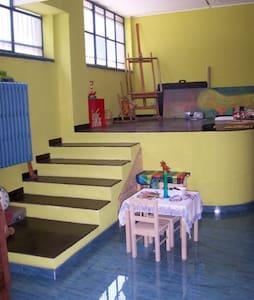 un loft di 100 mq curato e colorato - Cologno Monzese