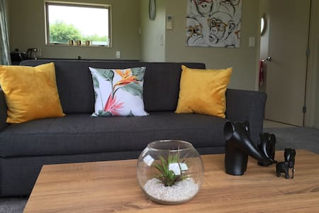 Self contained farmstay houselet - Goodwood