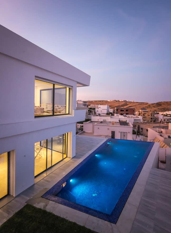 Très belle villa neuve avec piscine à débordement