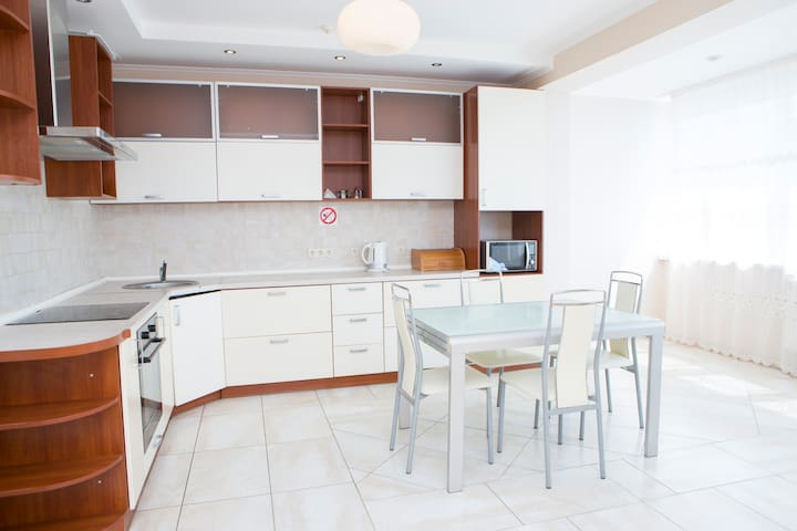 Beautiful spacious apartment & view - Kiev - Leilighet