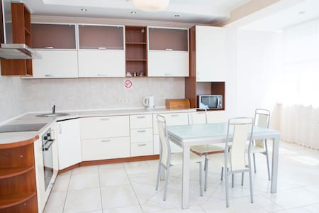 Beautiful spacious apartment & view - Kiev - Apartamento