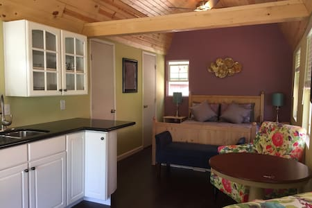 Newly renovated backyard cottage! - El Sobrante - Kulübe