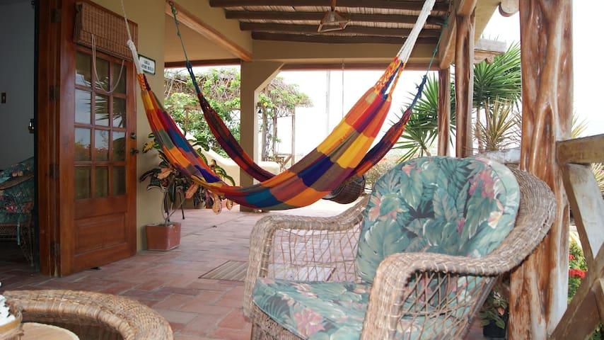Villa Santoro. Pta Blanca - Ecuador - Punta Blanca - Villa