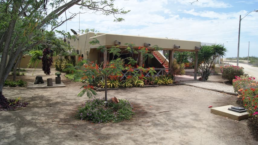 La Villa Santoro posee un hermoso jardín.