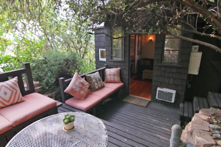 Silver Lake hill top cabin in a garden - Los Angeles - Guesthouse