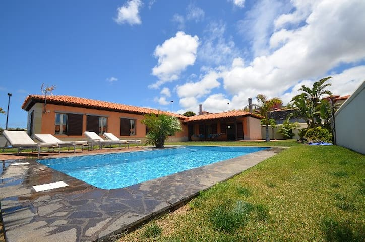 LUXURY VILLA ,PRIVATE HEATED POOL, - Tacoronte - Villa