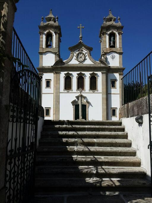 Igreja Matriz de Midões. Esta Igreja, datada do século XIX, foi erigida em honra de Nossa Senhora do Pranto ou das Neves