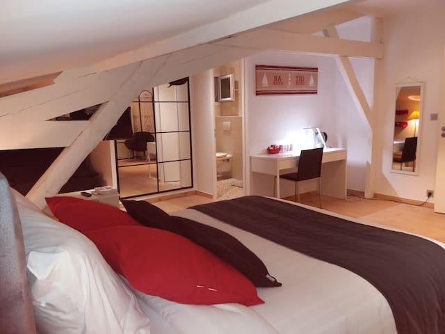 Chambre de charme, 35 m²; salle de bain/wc privés - Royan